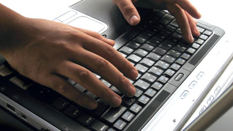 Wpis na temat współpracy radnego z SB został dokonany z komputerów w biurze posła PiS