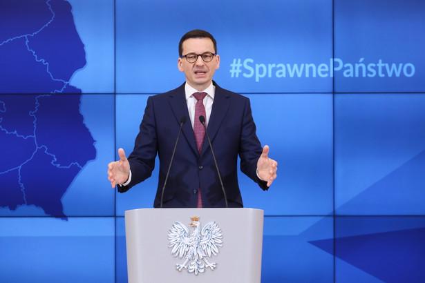 Premier Mateusz Morawiecki podczas konferencji prasowej w KPRM w Warszawie.