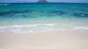 """Uratowani z bezludnej wyspy dzięki """"SOS"""" na piasku"""