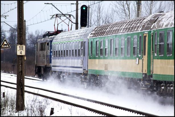 Pasażerowie kolei kupując bilet przez internet będą mogli dostać powiadomienie sms-em lub na maila, gdy ich pociąg będzie opóźniony powyżej pięciu minut lub gdy wystąpią inne trudności na trasie przejazdu - poinformowały w czwartek Polskie Koleje Państwowe SA.