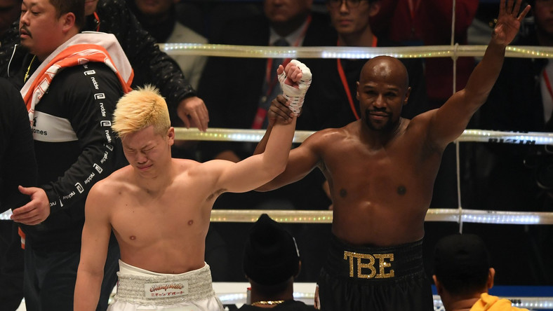 Tenshin Nasukawa cries in defeat to Floyd Mayweather