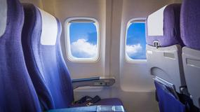 Kobietę posadzono w samolocie obok przerażającej lalki. Miała bilet!