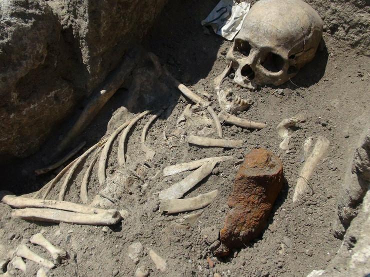 """Vampirov"" grob se otkopavao, a protiv njega su preduzimane odgovarajuće mere:Skelet ""vampira"" iz Bugarske"