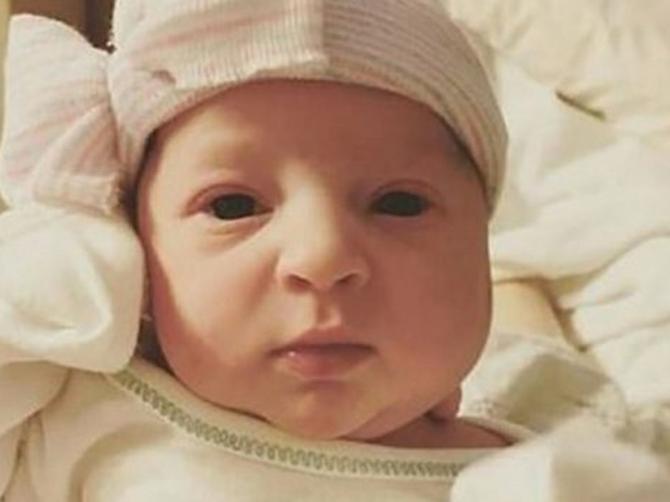Tina je pre mesec dana rodila malu Emu: Jutro nakon porođaja lekari su joj otkrili koliko je Ema ZAISTA STARA i - svi su ŠOKIRANI