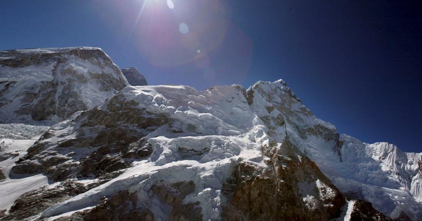"""Mount Everest jest nazywany """"dachem świata"""". Czy słusznie?"""