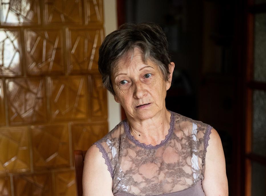 Széles Ica (64) is érzi, hogy egyre csak nőnek az árak és a nyugdíjuk kevésbé. – Egy normál vásárlásnál költünk annyit, mint egy korábbi nagy  bevásárlásánál /Fotó: Zsolnai Péter