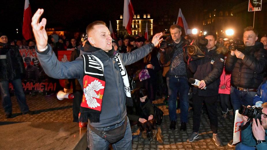 Jacek Międlar podczas marszu narodowców we Wrocławiu. 1.03.2019