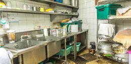 Szokujące wyniki kontroli Sanepidu. W takich warunkach przygotowano posiłki dla chorych i dzieci