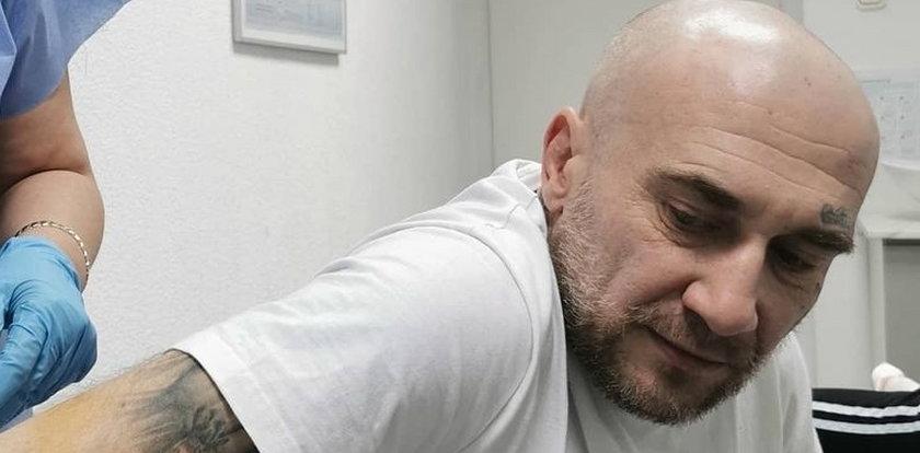 Znany raper trafił do szpitala. Boli od samego patrzenia! Nie chcecie zobaczyć tego zdjęcia