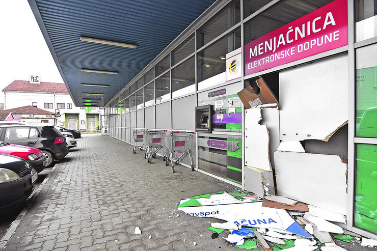 Novi Sad - Opljackana menjacnica u trznom centru roda