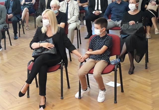 Supruga Marijana i sin Nemanja Andrejić na komemoraciji