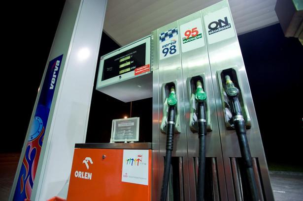 Orlen i Lotos, dwa giganty paliwowe w skali naszego rynku, przedstawiły nowe strategie rozwoju.