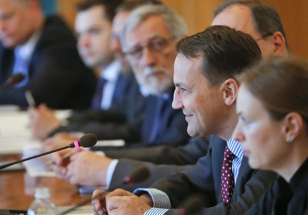 Szef MSZ Radosław Sikorski w Kijowie. Fot. EPA/SERGEY DOLZHENKO EPA/PAP/EPA