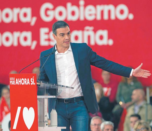 Partia premiera Pedro Sáncheza straciła w parlamencie trzy miejsca