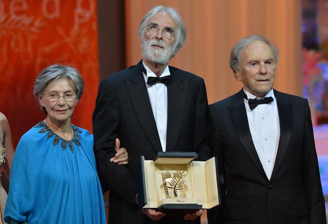 Mihael Haneke (C) sa francuskim glumcima Emanuelom Rivom (L) i Žan-Lujem Trentinjanom