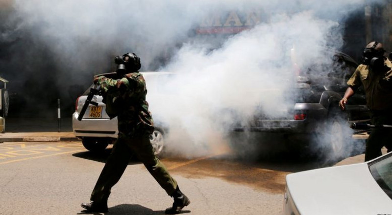 Police lob teargas, disrupting DP Ruto's meeting at MP's home [Video]