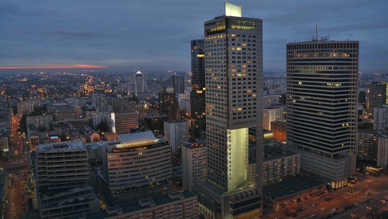 Na rynku nieruchomości komercyjnych w Polsce wartość transakcji inwestycyjnych w pierwszych trzech kwartałach 2016 roku wyniosła około 2,8 mld euro