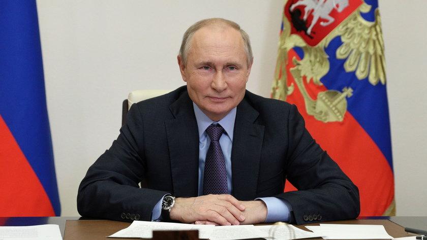 Putin lubi to robić.
