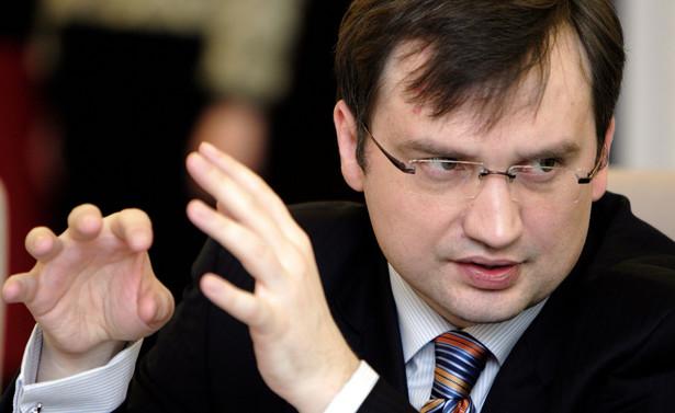 Ziobro dodał, że w sprawie majowych wyborów prezydenckich i głosowania korespondencyjnego wraz z Solidarną Polską stoi po stronie Jarosława Kaczyńskiego i jego ugrupowanie wspiera lidera PiS w tej kwestii.