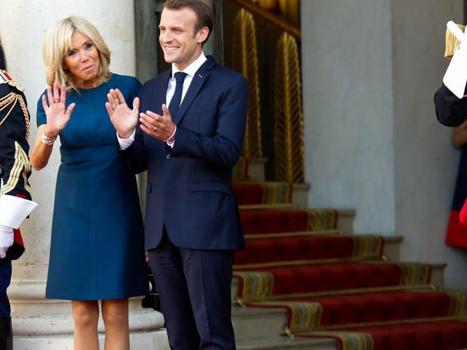 Brižit Makron je u OVOM IZDANJU dočekala fudbalere Francuske: Jedan detalj ponovo dokazuje da je KRALJICA STILA