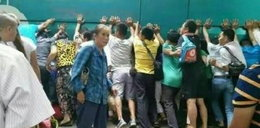 Tak tłum ratował dziewczynkę spod kół autobusu