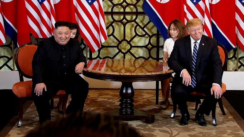 Kim Dzong Un i Donald Trump podczas rozmów w Hanoi
