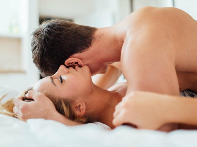 Ovo je poza koja donosi NEVEROVATAN UŽITAK: Potrebno je da žena uradi jednu JEDNOSTAVNU STVAR i seks će iz prosečnog postati FENOMENALAN