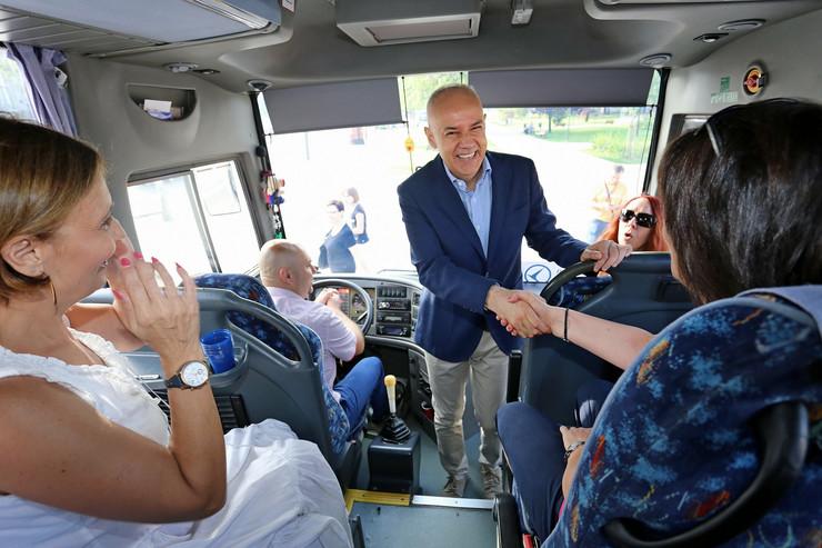 gradonacelnik autobus srece foto Beoinfo