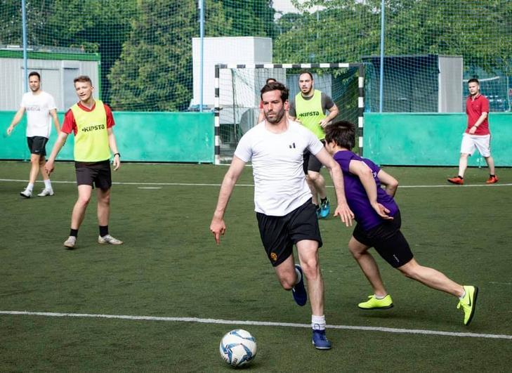 Fekete-Győr András a labdát is rúgja, ha lehetősége van rá, emellett rendszeres látogatója az edzőteremnek is / Fotó: Facebook