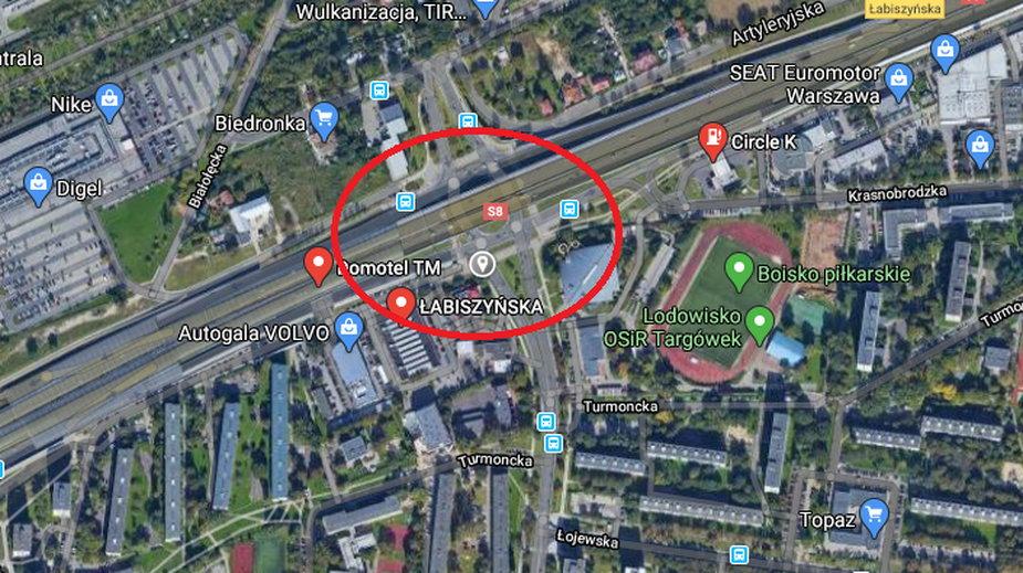 Wypadek na S8 w Warszawie miał miejsce koło zjazdu na ul. Łabiszyńską