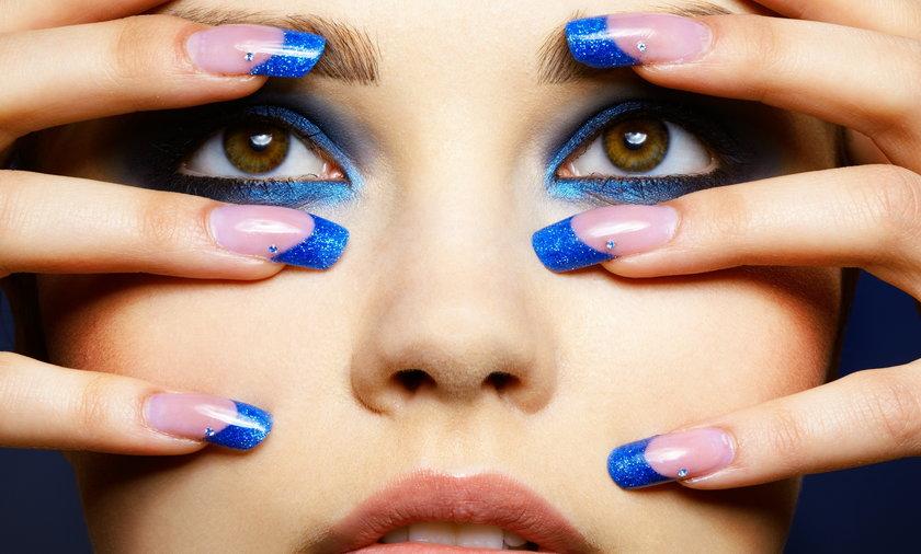 Błękitny makijaż
