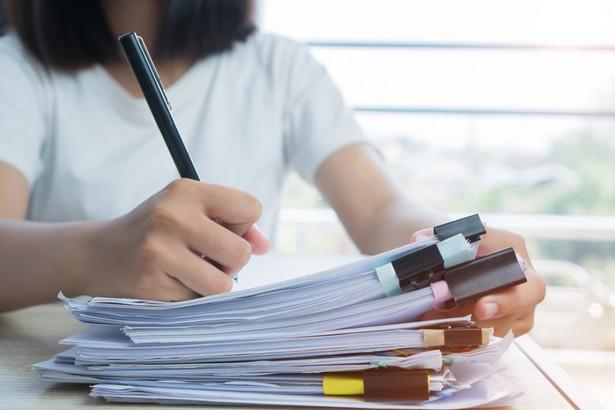 W połowie stycznia pracodawcy zgłaszający do ubezpieczenia chorobowego powyżej 20 ubezpieczonych otrzymali pisma z ZUS dotyczące zwolnień lekarskich.