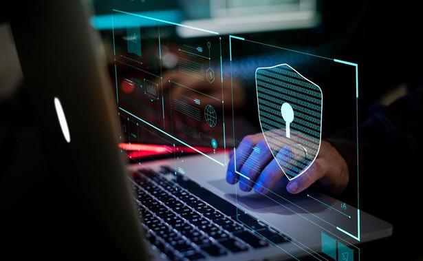 Cyberprzestępcy wykorzystują poszukiwanie informacji o epidemii koronawirusa do wyłudzenia danych logowania do Facebooka i kodów BLIK - ostrzega CERT Polska prowadzony przez NASK. Eksperci zalecają szczególną ostrożność przy podawaniu tych informacji.