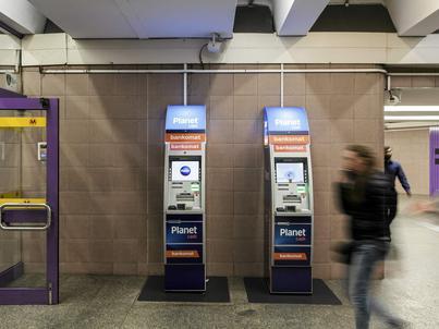 NBP: trochę mniej bankomatów w Polsce