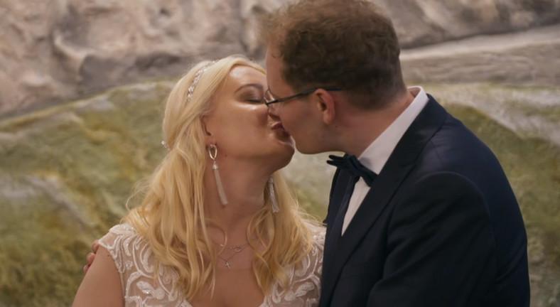 """""""Boda a primera vista"""".  Tomek y Julia en la sesión de fotos"""