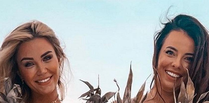 """Tak Angela z """"Love Island"""" z przyjaciółką zasłaniały swoje wdzięki. """"Fajne ananasy"""" - komentują internauci"""