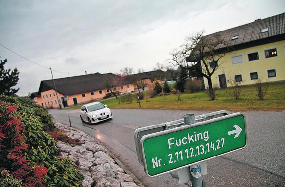 Tabla upućuje na najpoznatije austrijsko selo