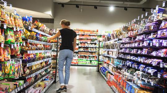 b15ad85801f7 Supermarkety w Wielką Sobotę będą czynne maksymalnie do 13.30. Jedna z  sieci zamknie swoje sklepy