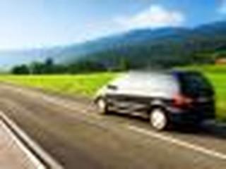 Jak ustalić trasę dojazdu na wakacje, żeby ominąć korki