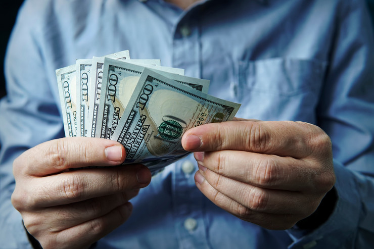 dolar shutterstock 1128094181