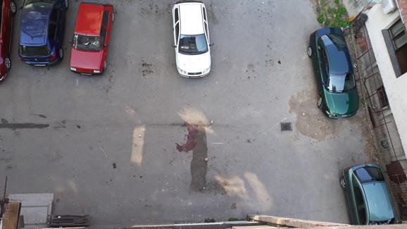 Komšije ispričale policiji da su čule tup udarac, a zatim videle telo devojke na betonu