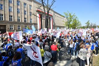 Nauczyciele wyszli na ulice. Manifestacja ZNP pod hasłem 'Mamy dość !'