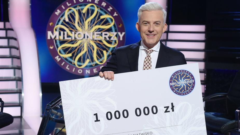 """Hubert Urbański na planie programu """"Milionerzy"""""""