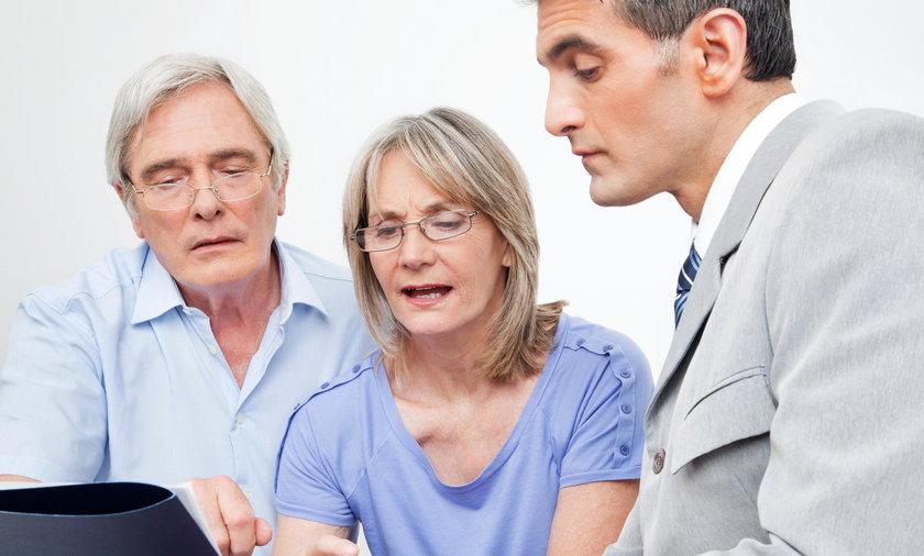 Czy warto korzystać z usług firm ubezpieczeniowych? Wyjaśniamy