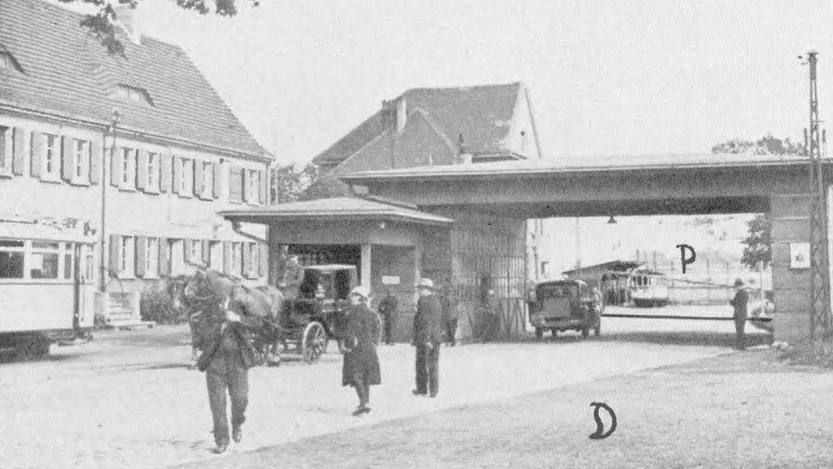 Przejście graniczne na głównej drodze łączącej Bytom z Królewską Hutą (Chorzowem) i Katowicami, ok. 1936 r.