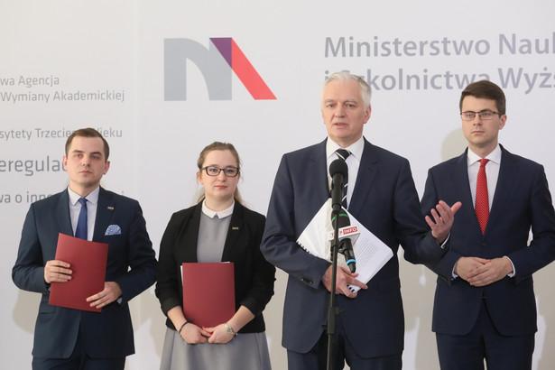 Minister nauki i szkolnictwa wyższego Jarosław Gowin i przedstawiciele NZS.jpg