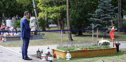 Premier Mateusz Morawiecki odwiedził grób ojca i Jana Olszewskiego