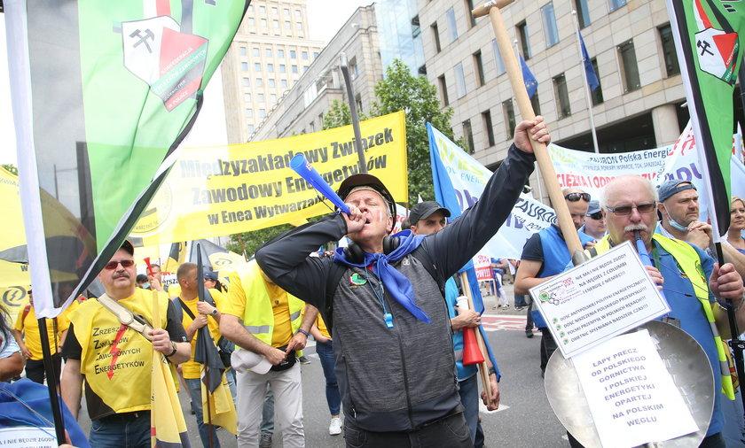 Protest związkowców z branży górniczej i energetycznej w Warszawie przeciwko łamaniu praw pracowniczych.