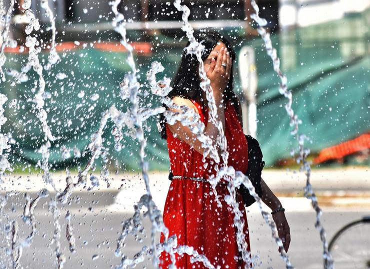 Novi Sad388 toplota vrucina u gradu fontana  foto Nenad Mihajlovic_preview