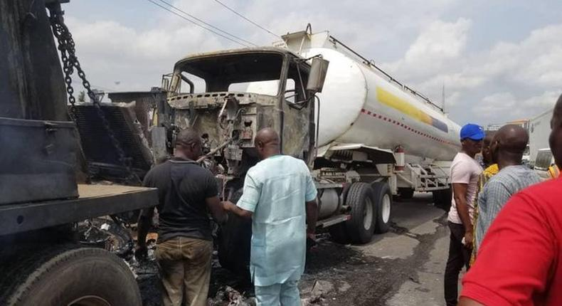 Tanker catches fire on Otedola Bridge on May 28, 2021 (Punch)